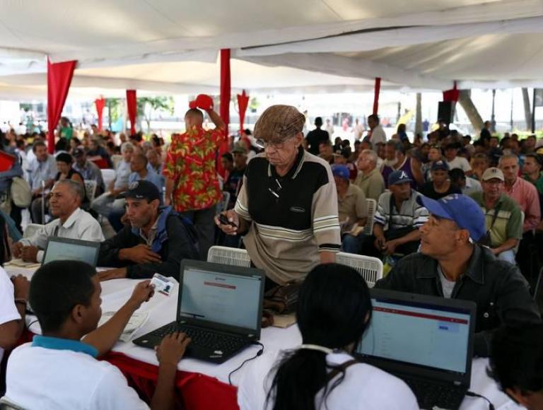 Maduro llama a participar en última jornada del Censo Nacional de Transporte